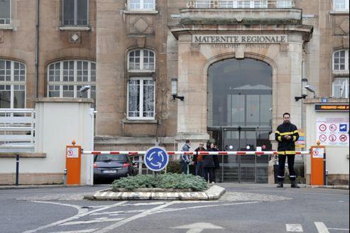 L'entrée de la maternité de l'hôpital Adolphe-Pinard, à Nancy.