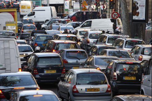 Des embouteillages à Paris lors d'une grève des transports en commun. Jean-Christophe MARMARA / Le Figaro