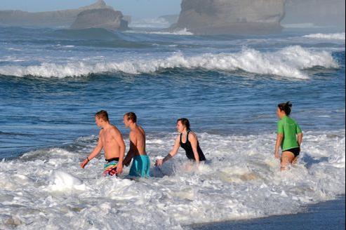 Les plus courageux se sont baignés dimanche à Biarritz.