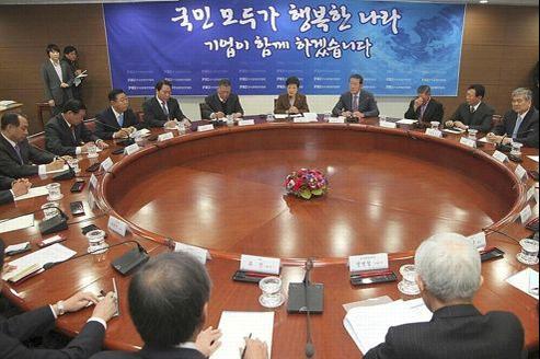 La nouvelle dirigeante de Corée du Sud, Park Geun-hye, devant la fédération des industries coréennes, à Séoul.