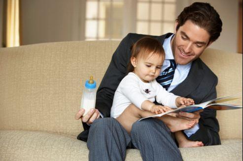 Les chefs d'entreprise ont tendance à augmenter leur propre salaire après la naissance d'un enfant , surtout quand il s'agit d'un fils.