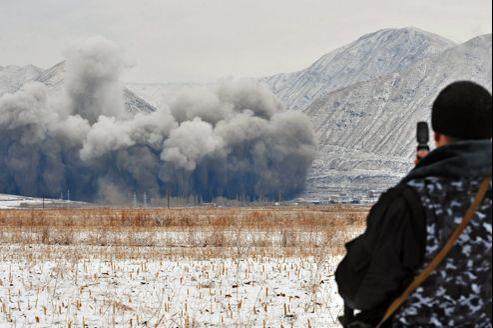 Au Kirghizstan, en 2009, sur la rivière Naryn, trois tonnes d'explosifs sont utilisées sur le chantier de la station électrique Kambarata-2.