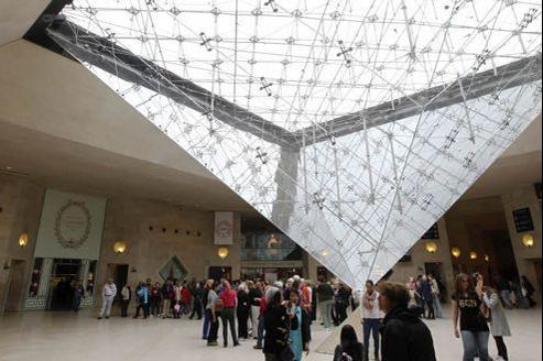 File d'attente au carrousel du Louvre. Crédit: Jean-Christophe MARMARA / Le Figaro.