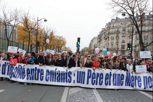 Après le rassemblement du 18 novembre dernier à Paris, les opposants au «mariage pour tous» appellent à nouveau à manifester le 13 janvier 2013 contre le projet du gouvernement.