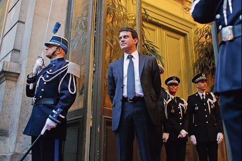 Manuel Valls, le 3janvier, devant son ministère à Paris.