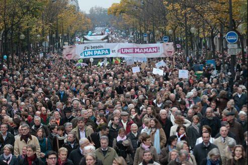 Le 18 novembre, 70.000 à 200.000 personnes avaient défilé à Paris contre le mariage gay lors de la première «Manif pour tous».