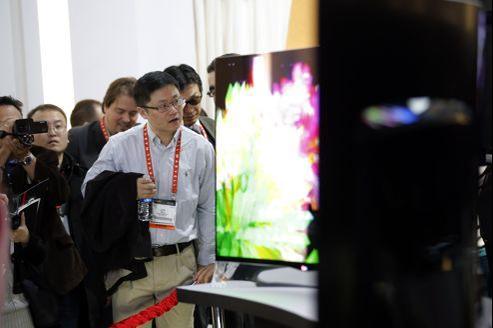 La courbe permet d'obtenir un effet similaire à celui d'un écran de cinéma panoramique.