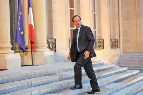 François Hollande, le 4 janvier, sur les marches du perron de l'Élysée.
