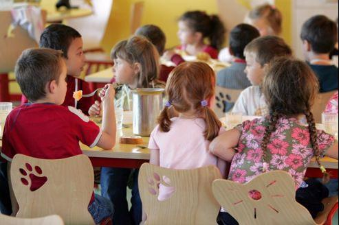 Ce sont les municipalités qui, depuis 2003, gèrent la restauration dans les écoles primaires.