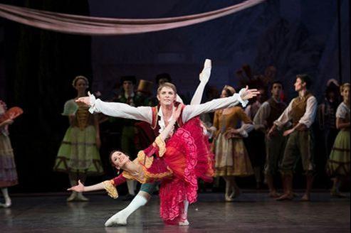 Ludmila Pagliero dans Don Quichotte à l'Opéra Bastille, un spectacle qui affiche un taux record de remplissage de 100%. Crédits photo: Julien Benhamou / Opéra national de Paris