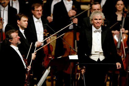 Sir Simon Rattle avait pris la direction de la phalange berlinoise en 2002, succédant ainsi à Claudio Abbado.