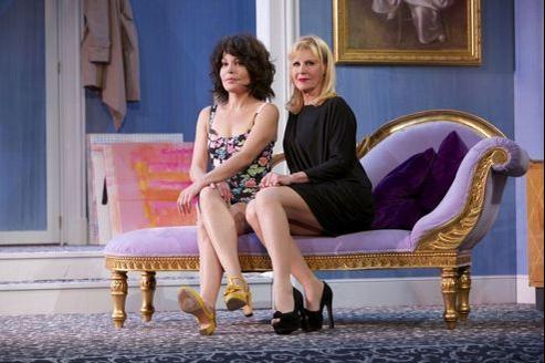 Isabelle Mergault et Chantal Ladesou, dans Adieu, je reste!, au Théâtre des Variétés.