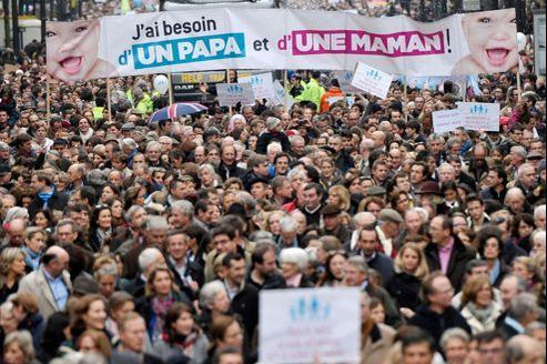 Le 17 novembre, ils étaient plus de 100.000 manifestants à Paris. 250.000 en province. Un tour de chauffe mobilisateur.