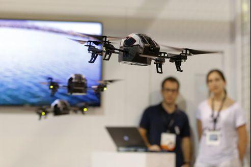 Parrot se taille un franc succès depuis deux ans avec ses drones commandés par iPhone.