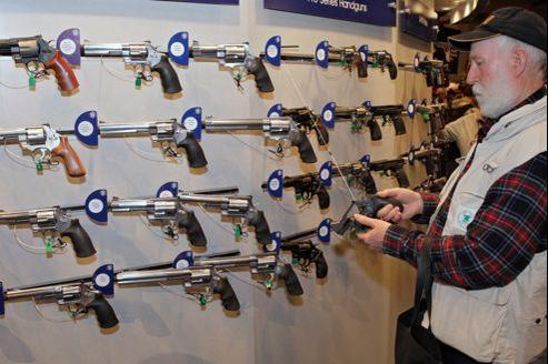 Un amateur d'armes, lors d'un rassemblement de la NRA dans le Missouri, en avril dernier.