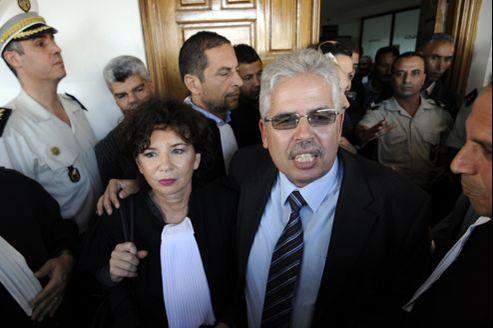 Habib Kazdaghli et son avocate arrivent à la cour de La Manouba pour l'ouverture du procès, en octobre 2012.