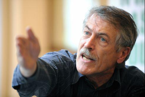 Alain Lipietz, député européen, dénonce un manque d'investissement dans le domaine de la prévention contre le cancer.