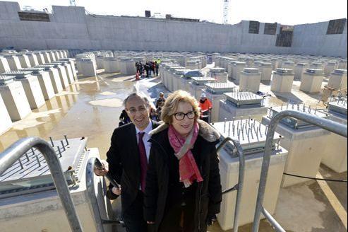 Geneviève Fioraso, la ministre de l'Enseignement supérieur et de la Recherche, lors de la visite du chantier de Saint-Paul-Lez-Durance, jeudi.