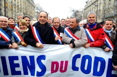 Jean-François Copé, dimanche dernier dans les rues de Paris entouré des fillonistes Patrick Ollier (à sa gauche) et Laurent Wauquiez (veste rouge).
