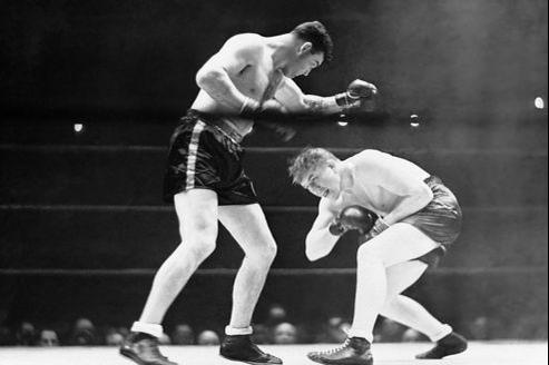 Tommy Farr (à droite), lors de son combat face à Jimmy Braddock, en janvier 1938 au Madison Square Garden de New York.