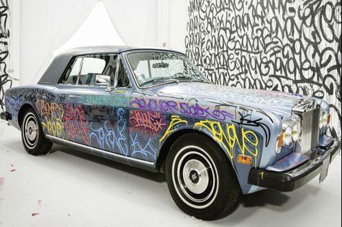 La Rolls-Royce taggée par JonOne, au profit de la fondation Abbé Pierre. (Séb!Godefroy/Fap)