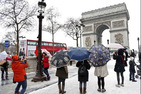Ce lundi, sur les Champs Elysées, à Paris.