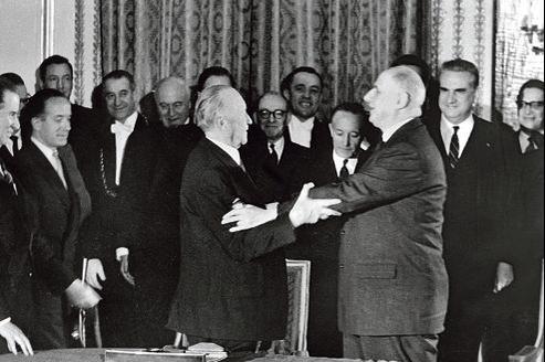 Konrad Adenauer et Charles de Gaulle à l'Élysée, après la signature du traité, le 22 janvier 1963.