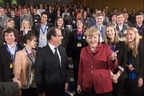 François Hollande et Angela Merkel lors d'une rencontre avec des étudiants français et allemands, lundi à Berlin.