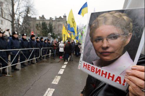 Manifestation de soutien à Ioulia Timochenko à Kiev, lundi. Les partisans de l'ancienne égérie de la Révolution orange accusent le président Viktor Ianoukovitch d'instrumentaliser la justice.