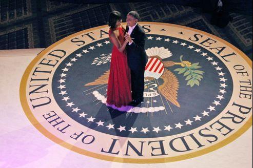 Le couple Obama, lors du bal qui a suivi l'investiture du président américain, lundi à Washington.