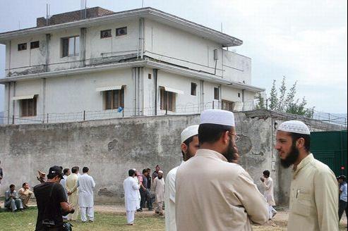 Devant le dernier refuge de Ben Laden (AP)