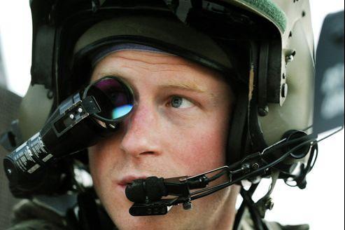 Le prince Harry, ici dans le cockpit d'un hélicoptère Apache durant son service en Afghanistan.