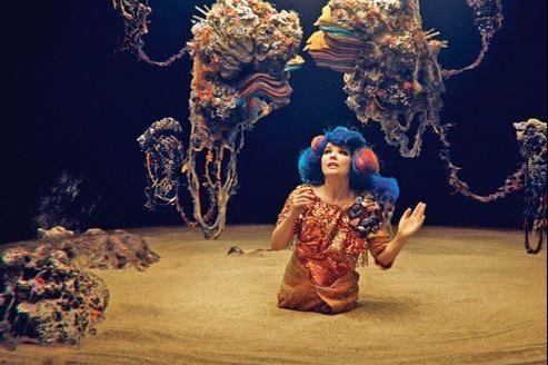 Björk, la volcanique Islandaise, poursuit sur scène son projet Biophilia.