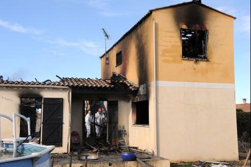 La maison où s'est déroulé le drame a été détruite aux trois quarts par le feu.