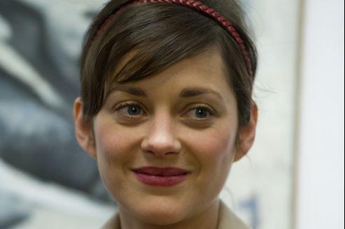 Marion Cotillard, lors de l'exposition des peintures de Florence Cassez en décembre 2012.