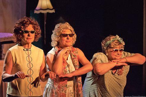 Les trois comédiennes jouent avec gourmandise des mots qui semblent être écrits pour elles.