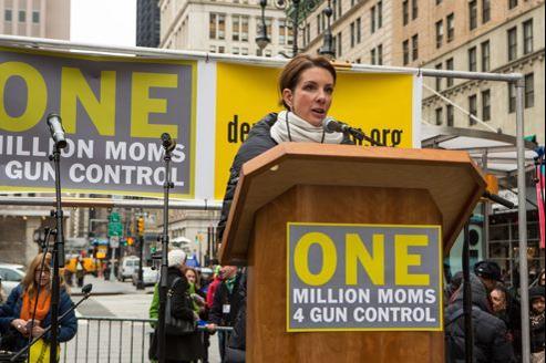 Lundi au New York City Hall, Shannon Watts présente son mouvement, Un million de mamans pour le contrôle des armes .