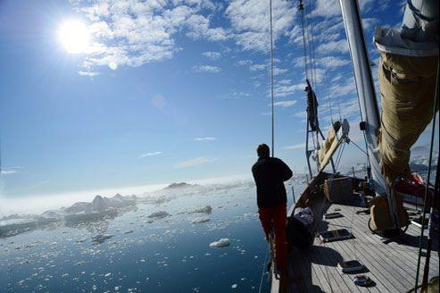 L'été arctique rayonne lorsque la goelette de Thierry Dubois, La Louise, fend la charpie d'icebergs de la baie de Disko, vers la Terre de Baffin.