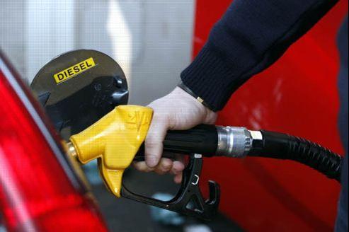 Le litre de diesel a atteint lundi 1,403 euro en moyenne. Crédit: Richard Vialeron/Le Figaro