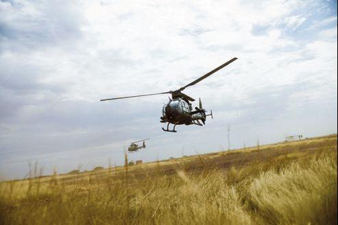 De retour d'une mission à Tombouctou lundi, des Gazelles de l'armée française se posent à Sévaré.