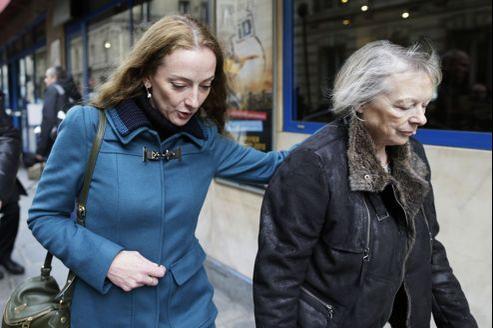 Florence Cassez et sa mère, à la sortie du déjeuner avec Nicolas Sarkozy.