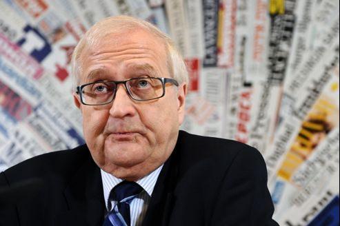 Rainer Brüderle durant une conférence de presse à Rome.