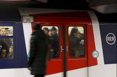 La présidente du groupe UMP à la région Ile-de-France, Valérie Pécresse, propose le redéploiement temporaire d'une vingtaine de rames MI 84 inutilisées sur le RER D.