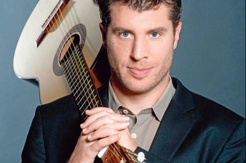 Le guitariste Emmanuel Rossfelder possède un jeu d'une indéniable clarté, une sonorité chaleureuse et charpentée, et cette virtuosité qui fait souvent la fascination du public.