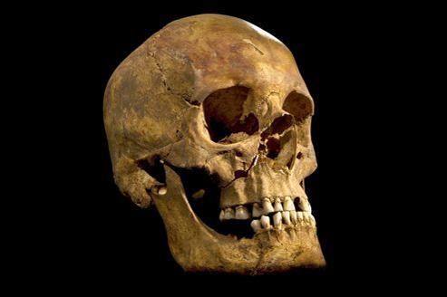 De nombreux éléments permettent déjà de penser que les ossements, notamment un crâne présentant des traces de blessures, sont bien ceux du dernier des Plantagenêt.