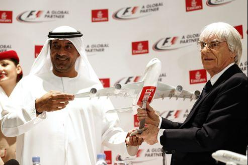 Le patron de la Formule Un, Bernie Ecclestone, et Sheikh Ahmed bin Saeed al-Maktoum, président de la compagnie aérienne, lors d'une conférence de presse, à Dubaï, le 5 février 2013.