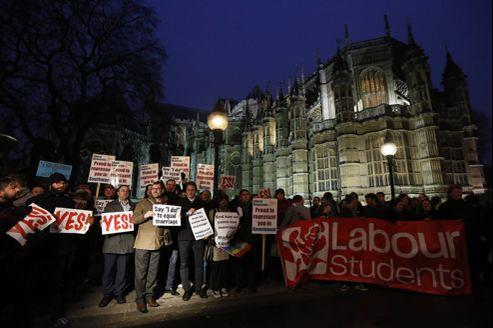 Manifestation en faveur du mariage gay devant le Parlement britannique, ce mardi.