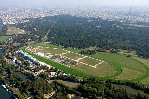Une aire d'accueil serait aménagée à proximité de l'hippodrome de Longchamp.