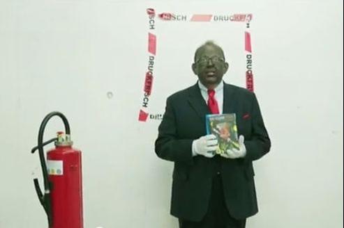 Le 27 janvier, le critique littéraire Denis Sheck est apparu à la télévision avec la figure peinturlurée en signe de protestation contre le «politiquement correct».