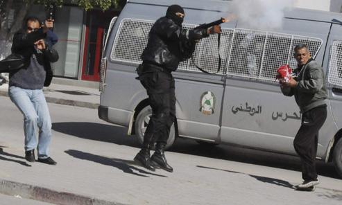EN DIRECT - Les Tunisiens en masse aux obsèques de Belaïd